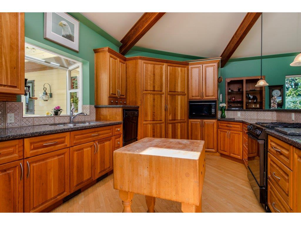 Detached at 43150 OLD ORCHARD ROAD, Chilliwack, British Columbia. Image 7