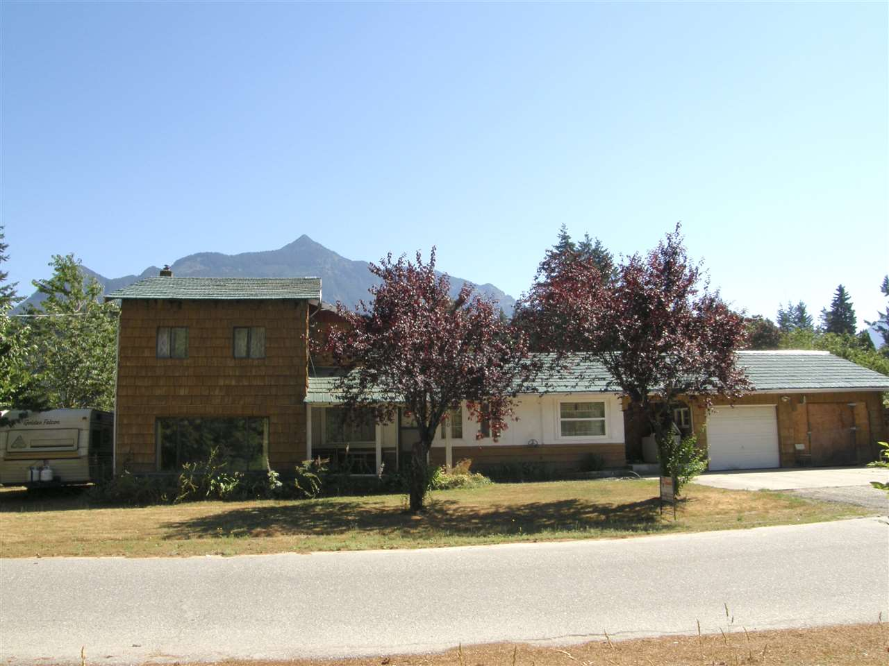 Detached at 630 FORT STREET, Hope, British Columbia. Image 2