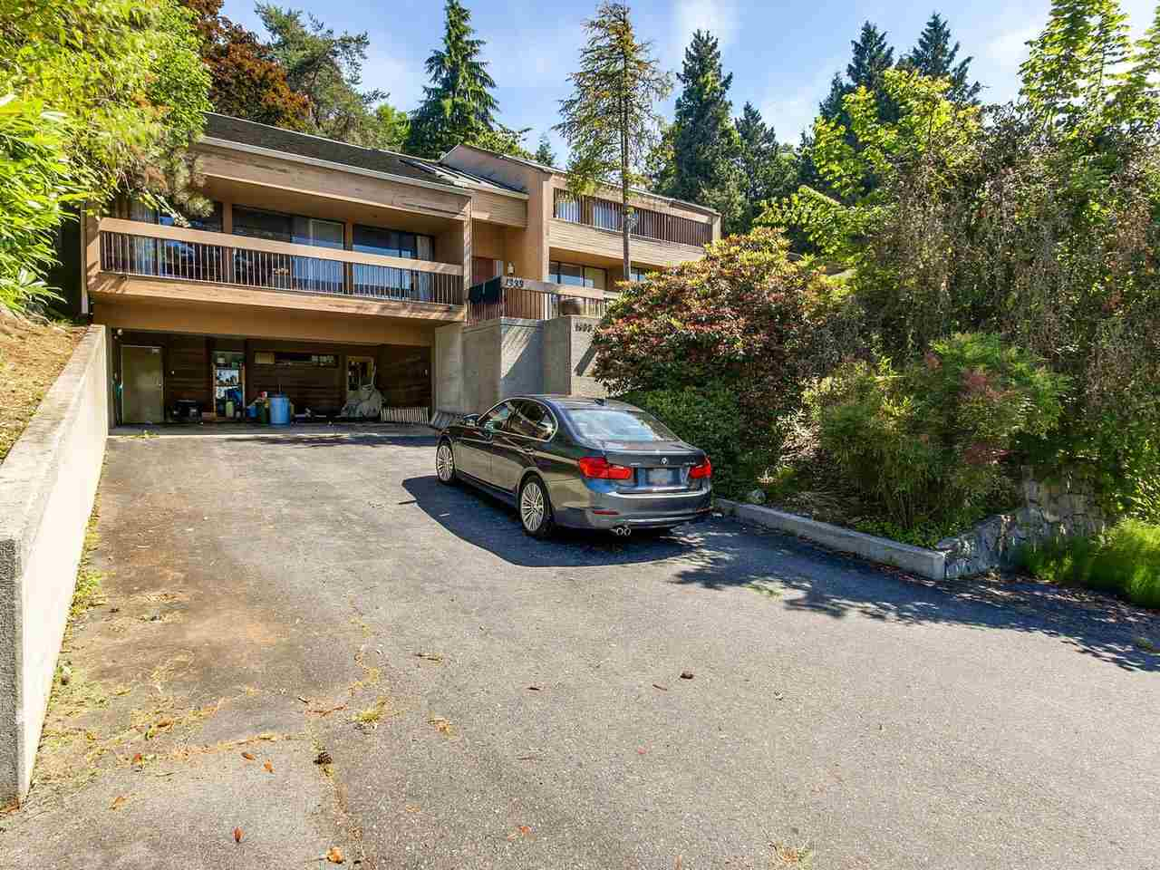 Detached at 1333 TYROL ROAD, West Vancouver, British Columbia. Image 2