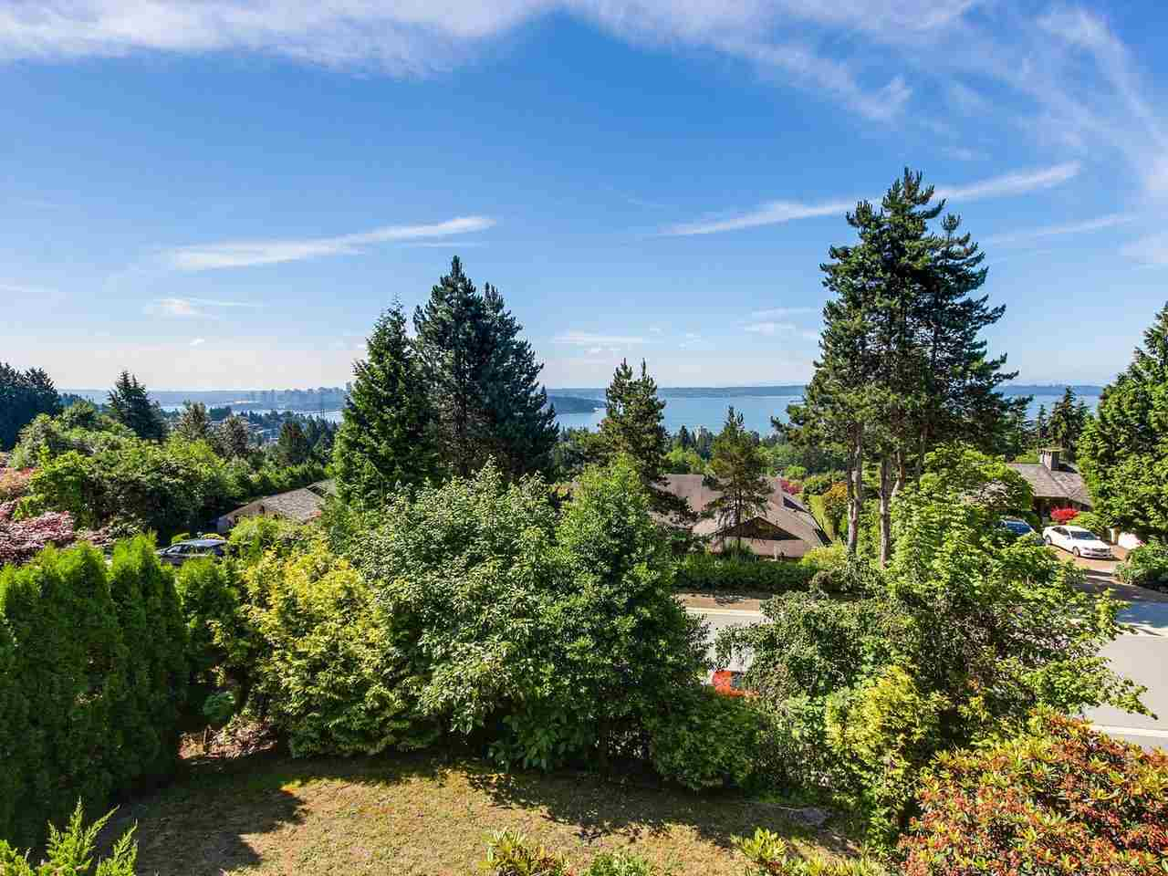 Detached at 1333 TYROL ROAD, West Vancouver, British Columbia. Image 5