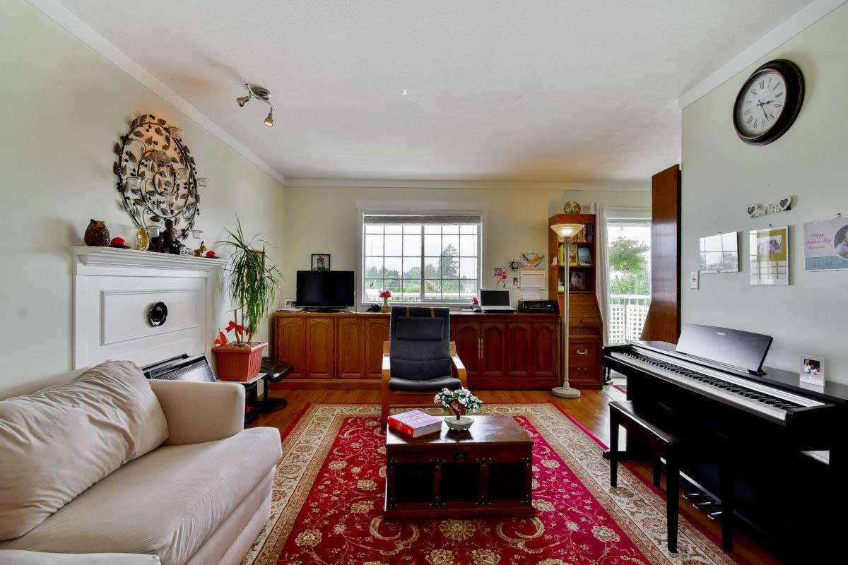 Condo Apartment at 305 46351 YALE ROAD, Unit 305, Chilliwack, British Columbia. Image 2