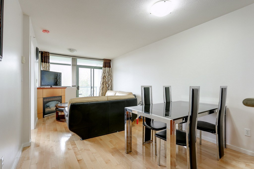 Condo Apartment at 809 2733 CHANDLERY PLACE, Unit 809, Vancouver East, British Columbia. Image 2