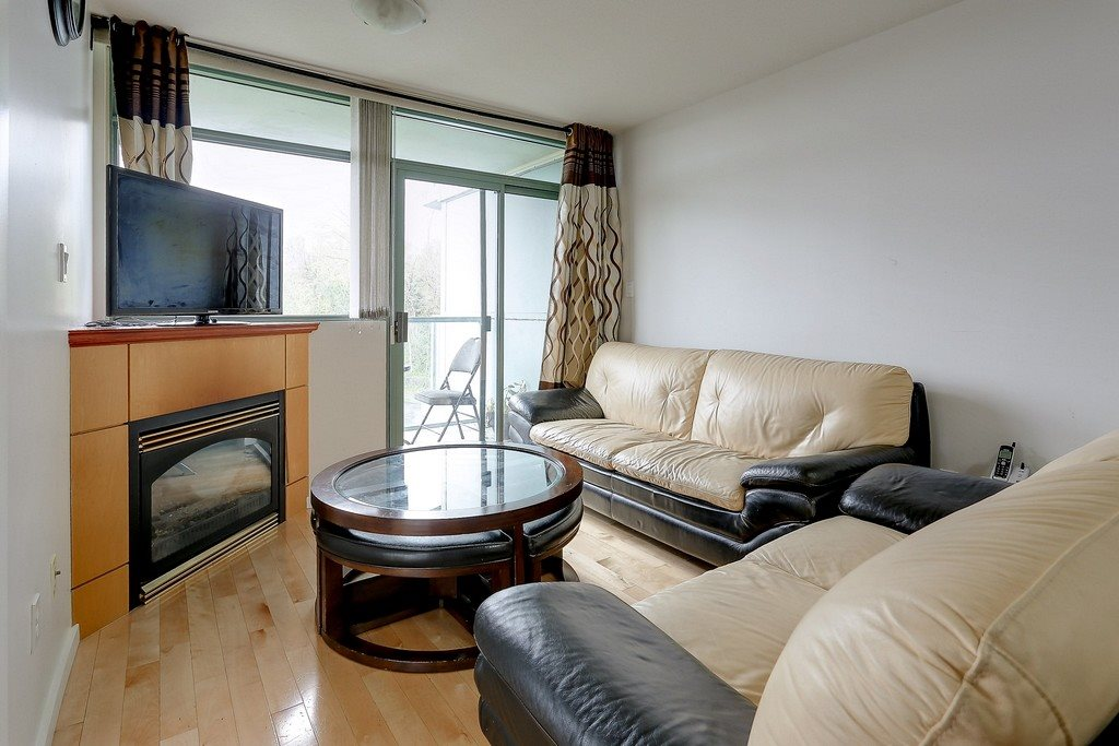 Condo Apartment at 809 2733 CHANDLERY PLACE, Unit 809, Vancouver East, British Columbia. Image 3