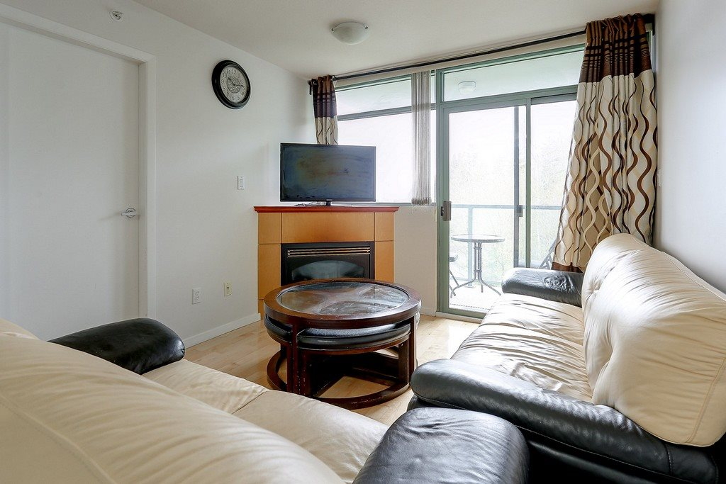 Condo Apartment at 809 2733 CHANDLERY PLACE, Unit 809, Vancouver East, British Columbia. Image 4