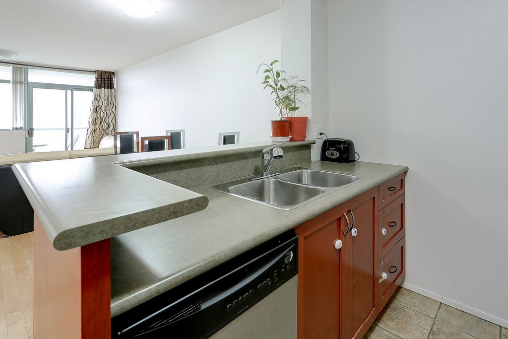 Condo Apartment at 809 2733 CHANDLERY PLACE, Unit 809, Vancouver East, British Columbia. Image 12