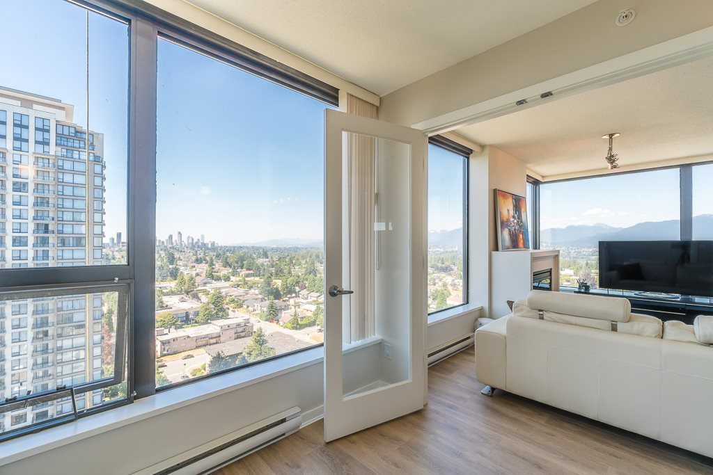 Condo Apartment at 2003 7178 COLLIER STREET, Unit 2003, Burnaby South, British Columbia. Image 6