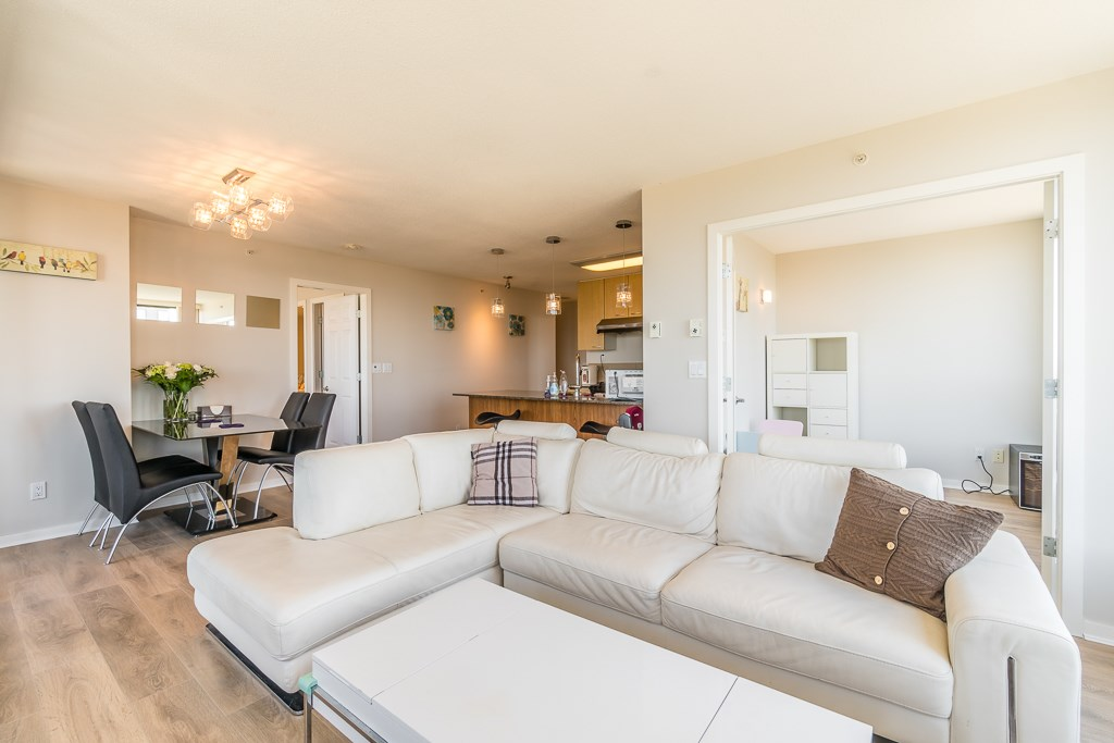 Condo Apartment at 2003 7178 COLLIER STREET, Unit 2003, Burnaby South, British Columbia. Image 8