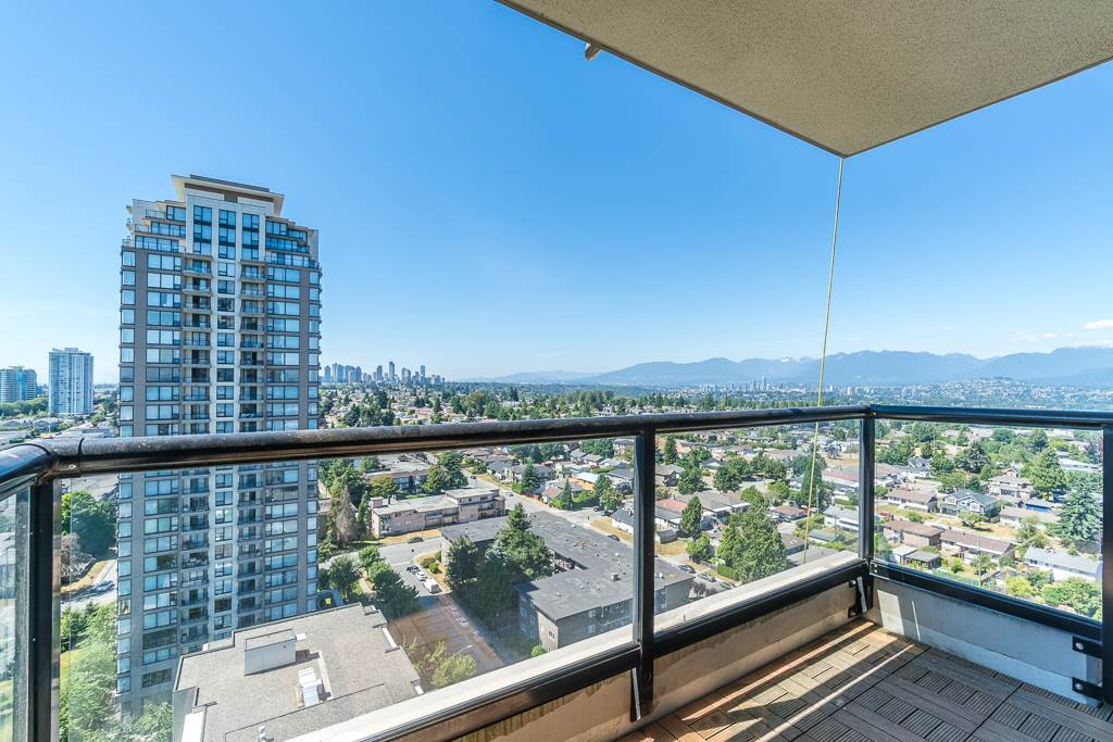 Condo Apartment at 2003 7178 COLLIER STREET, Unit 2003, Burnaby South, British Columbia. Image 13