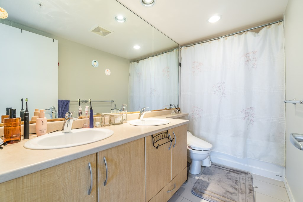 Condo Apartment at 2003 7178 COLLIER STREET, Unit 2003, Burnaby South, British Columbia. Image 16