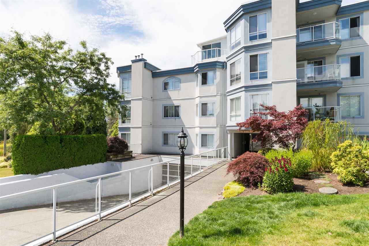 Condo Apartment at 403 15941 MARINE DRIVE, Unit 403, South Surrey White Rock, British Columbia. Image 2