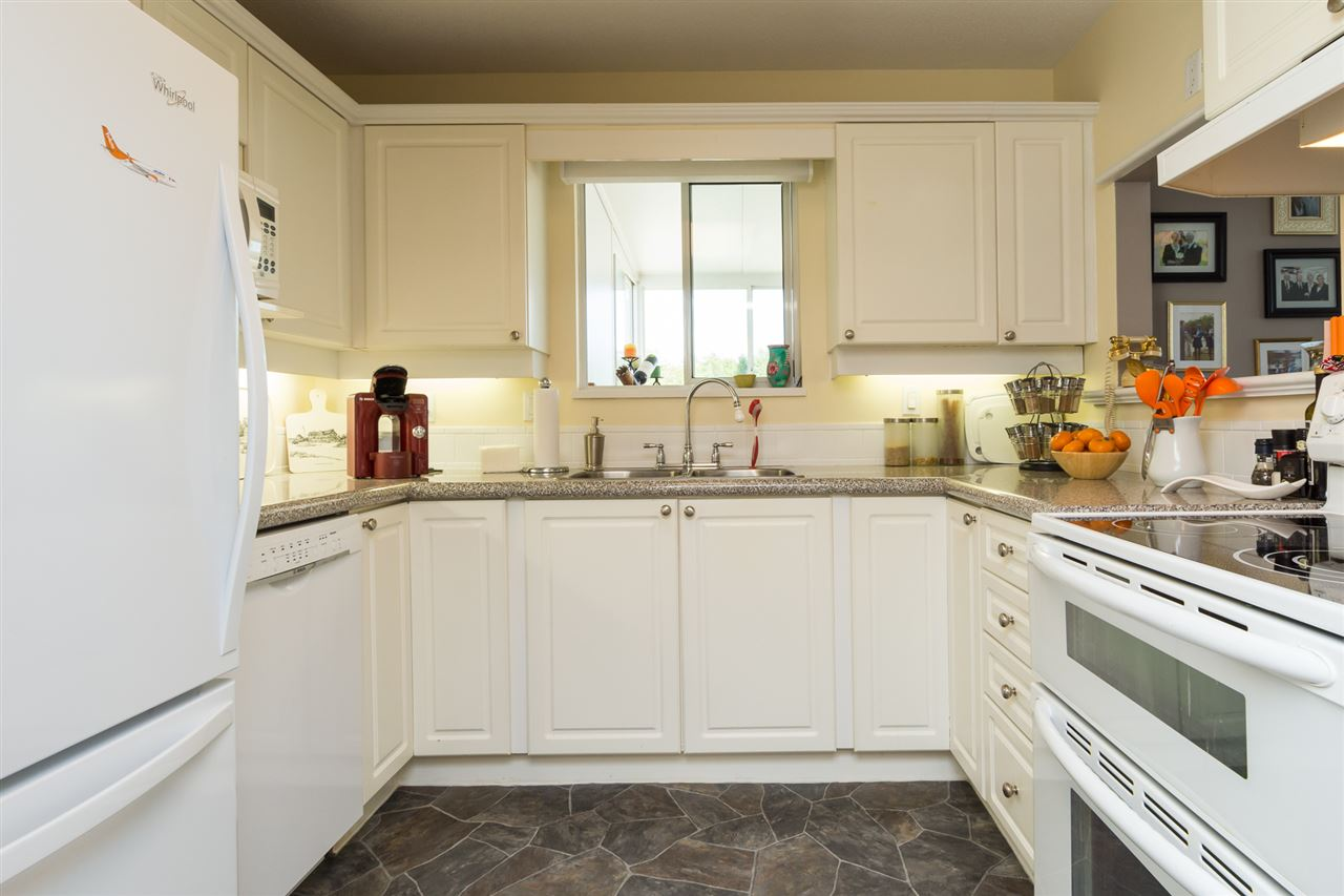Condo Apartment at 403 15941 MARINE DRIVE, Unit 403, South Surrey White Rock, British Columbia. Image 7
