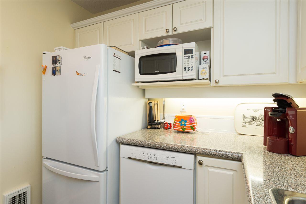 Condo Apartment at 403 15941 MARINE DRIVE, Unit 403, South Surrey White Rock, British Columbia. Image 8