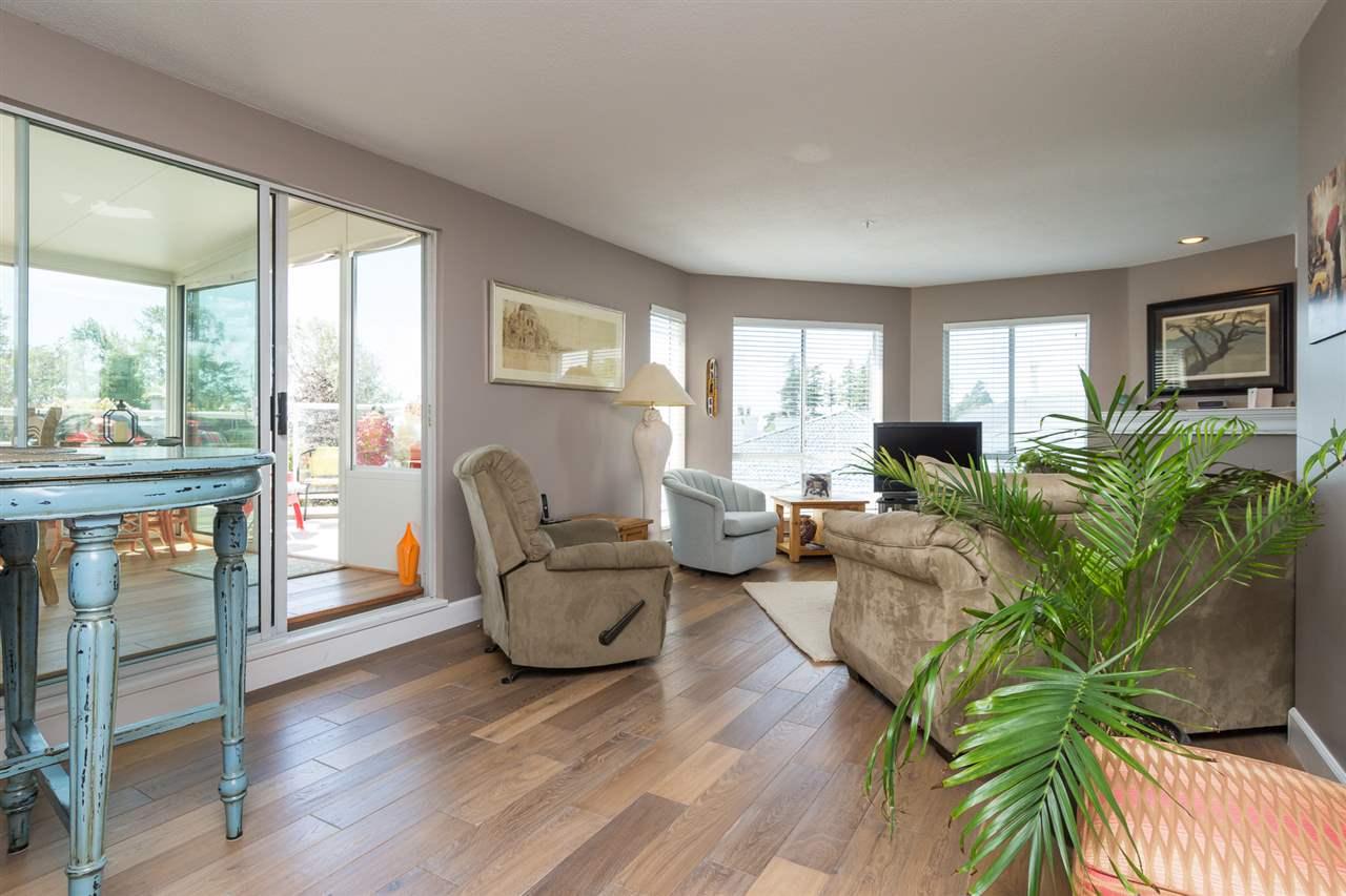 Condo Apartment at 403 15941 MARINE DRIVE, Unit 403, South Surrey White Rock, British Columbia. Image 9