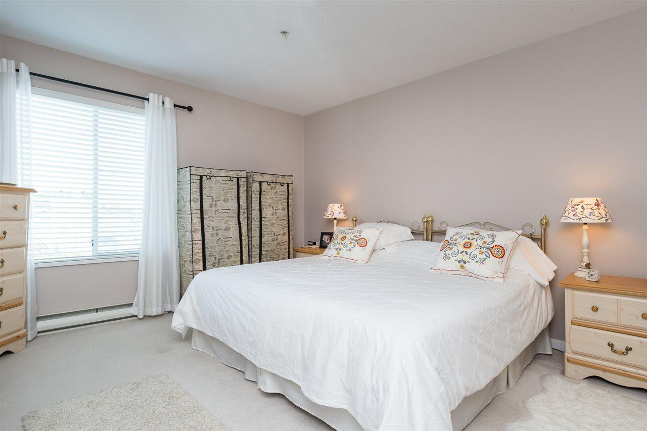 Condo Apartment at 403 15941 MARINE DRIVE, Unit 403, South Surrey White Rock, British Columbia. Image 17