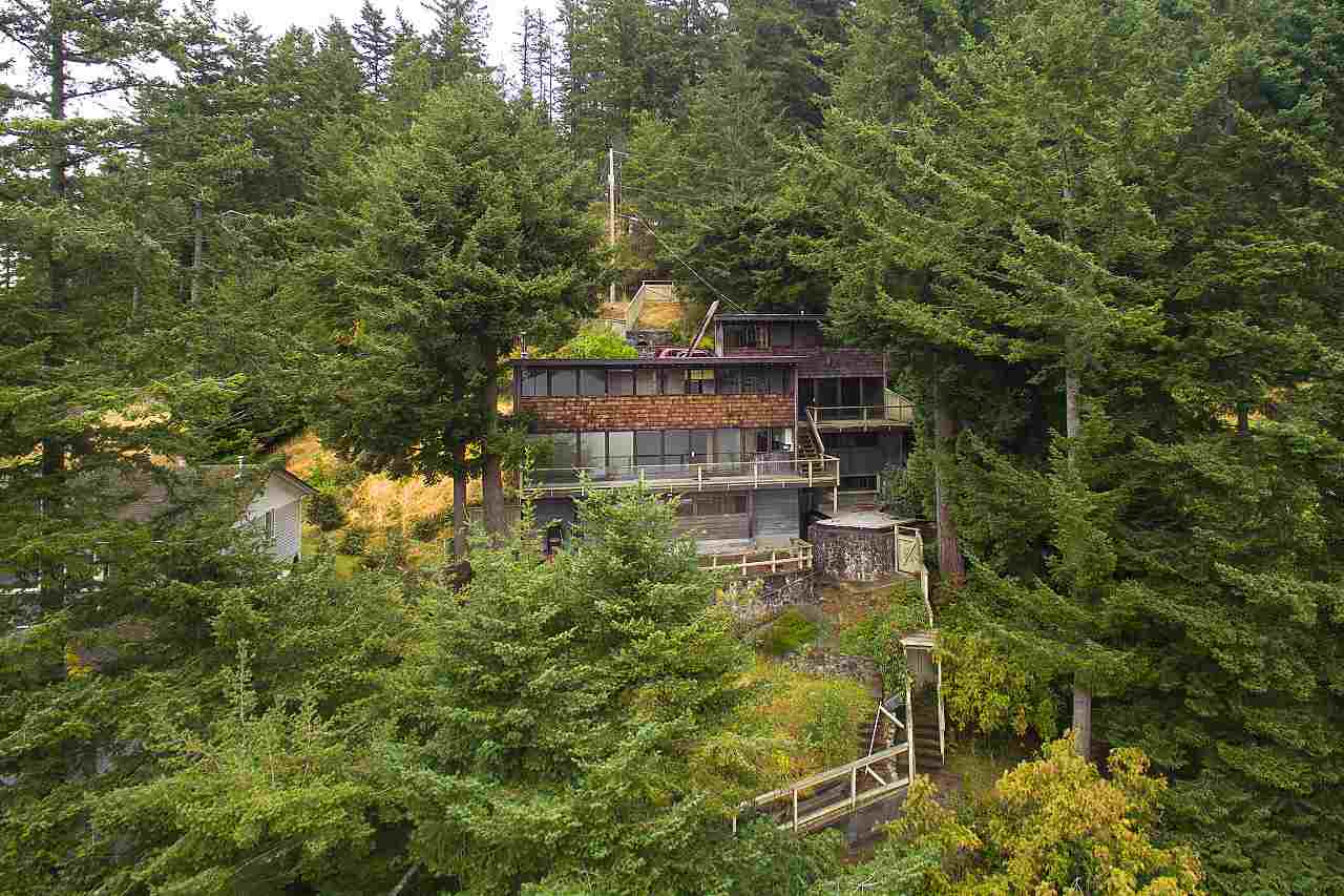 Detached at 1710 WOODS ROAD, Bowen Island, British Columbia. Image 4