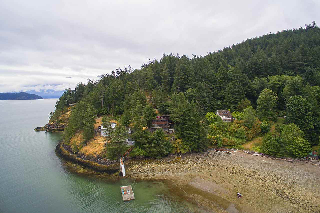 Detached at 1710 WOODS ROAD, Bowen Island, British Columbia. Image 5