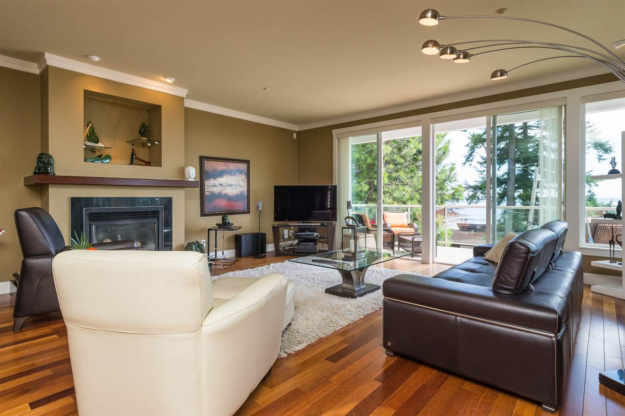 Detached at 14777 OXENHAM AVENUE, South Surrey White Rock, British Columbia. Image 5