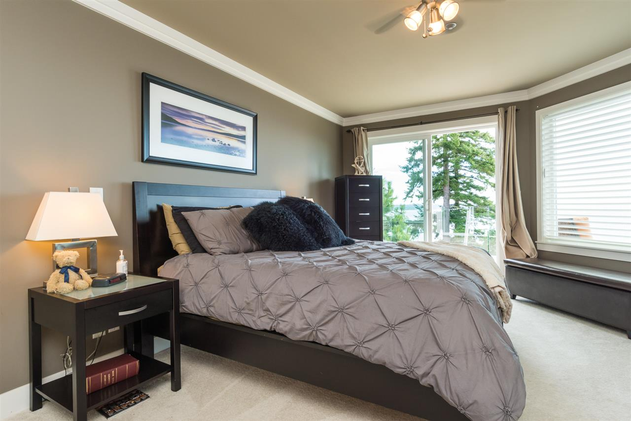 Detached at 14777 OXENHAM AVENUE, South Surrey White Rock, British Columbia. Image 13