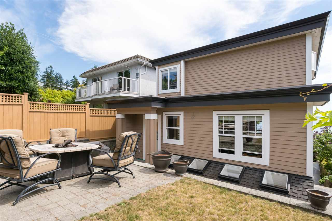 Detached at 14777 OXENHAM AVENUE, South Surrey White Rock, British Columbia. Image 20