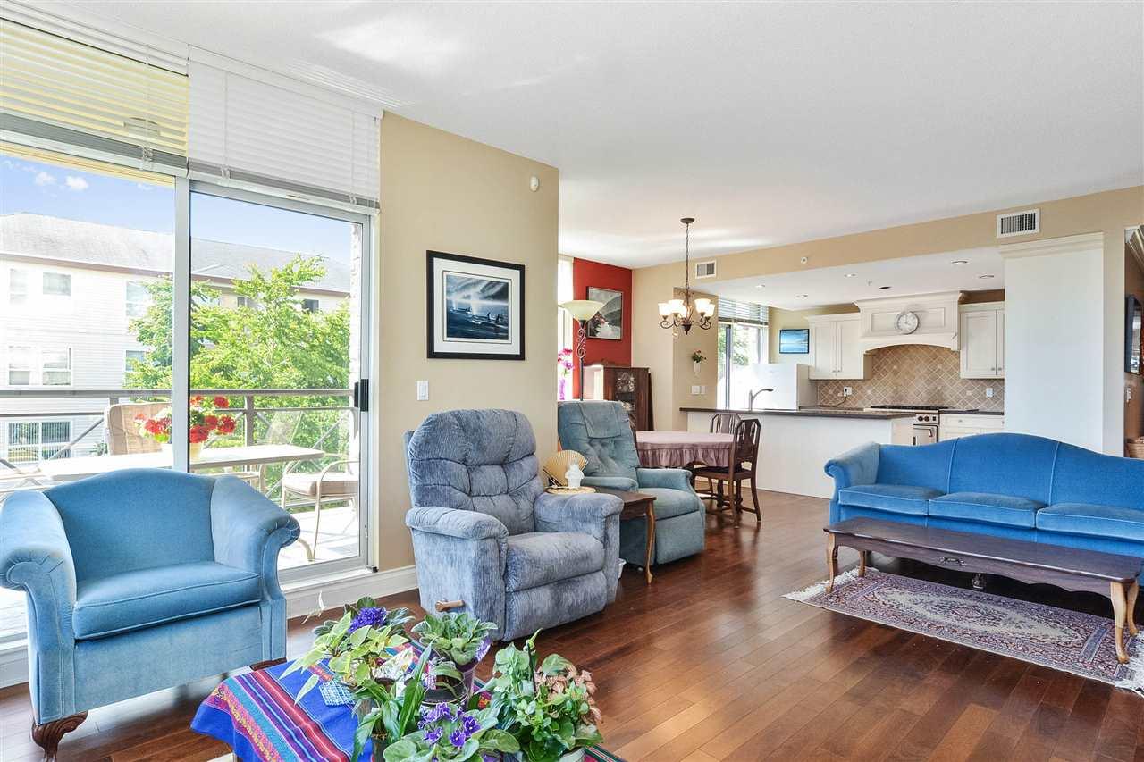 Condo Apartment at 301 15445 VINE AVENUE, Unit 301, South Surrey White Rock, British Columbia. Image 7