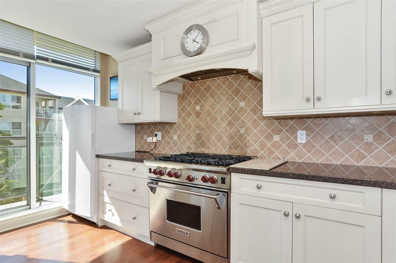 Condo Apartment at 301 15445 VINE AVENUE, Unit 301, South Surrey White Rock, British Columbia. Image 13
