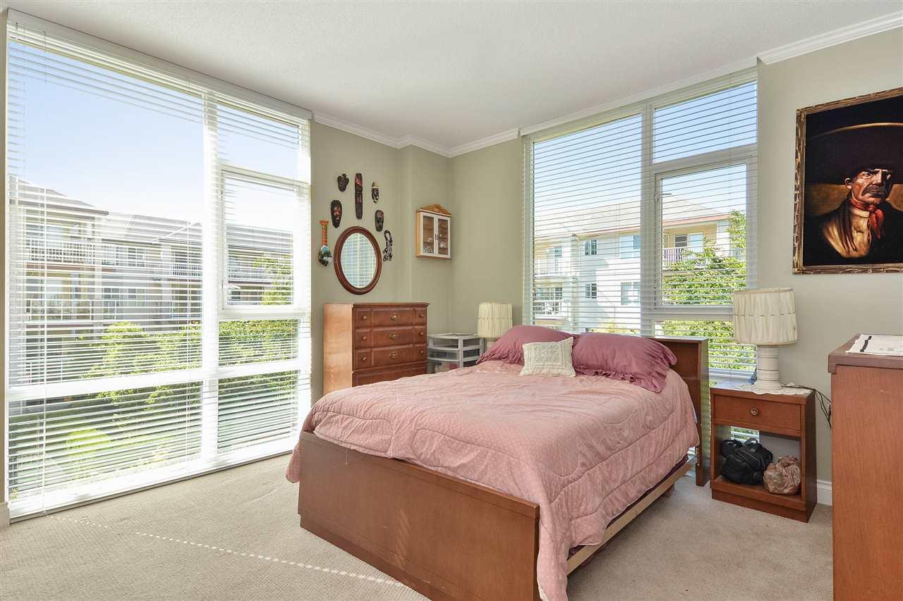 Condo Apartment at 301 15445 VINE AVENUE, Unit 301, South Surrey White Rock, British Columbia. Image 17