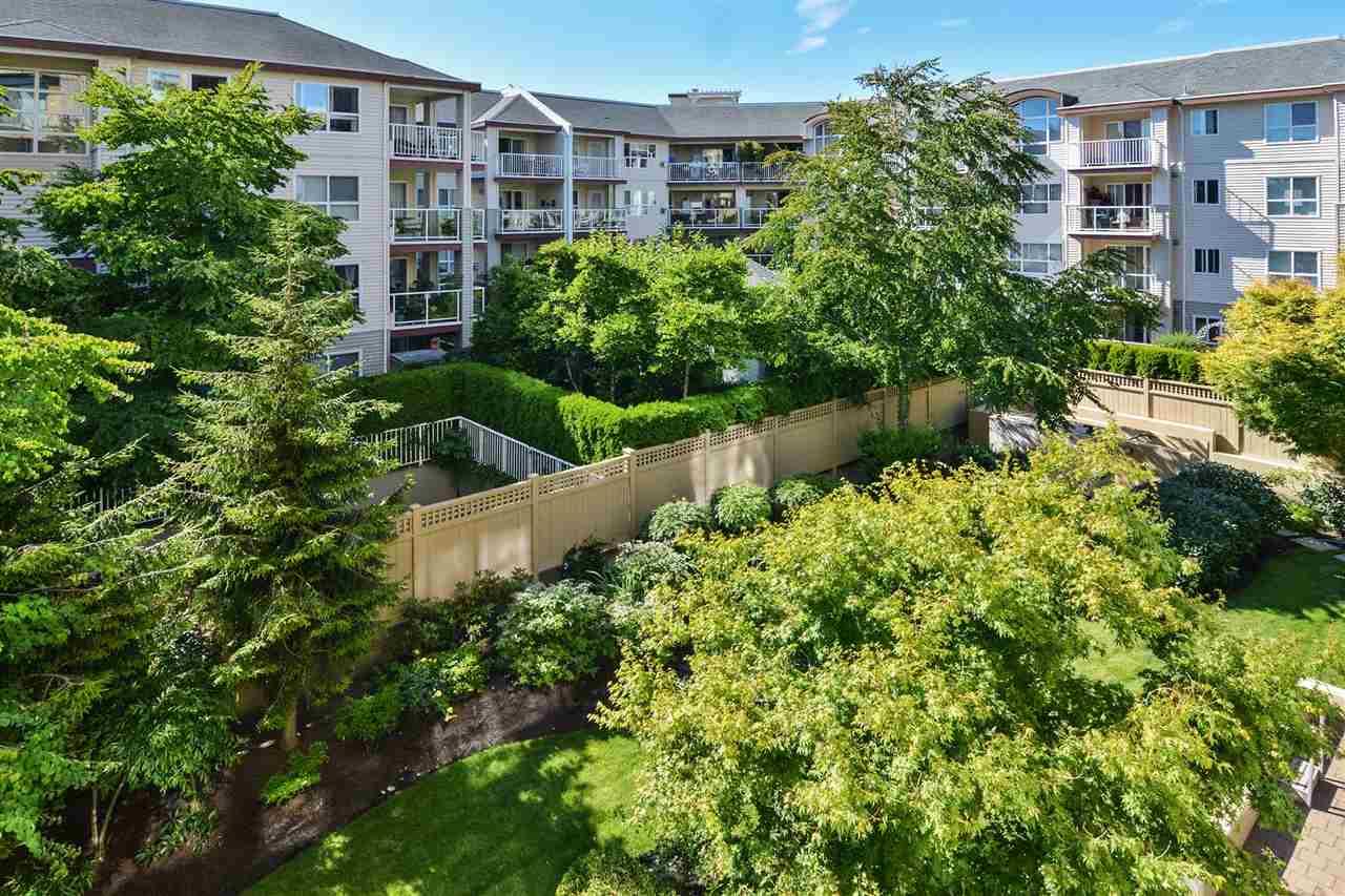 Condo Apartment at 301 15445 VINE AVENUE, Unit 301, South Surrey White Rock, British Columbia. Image 19