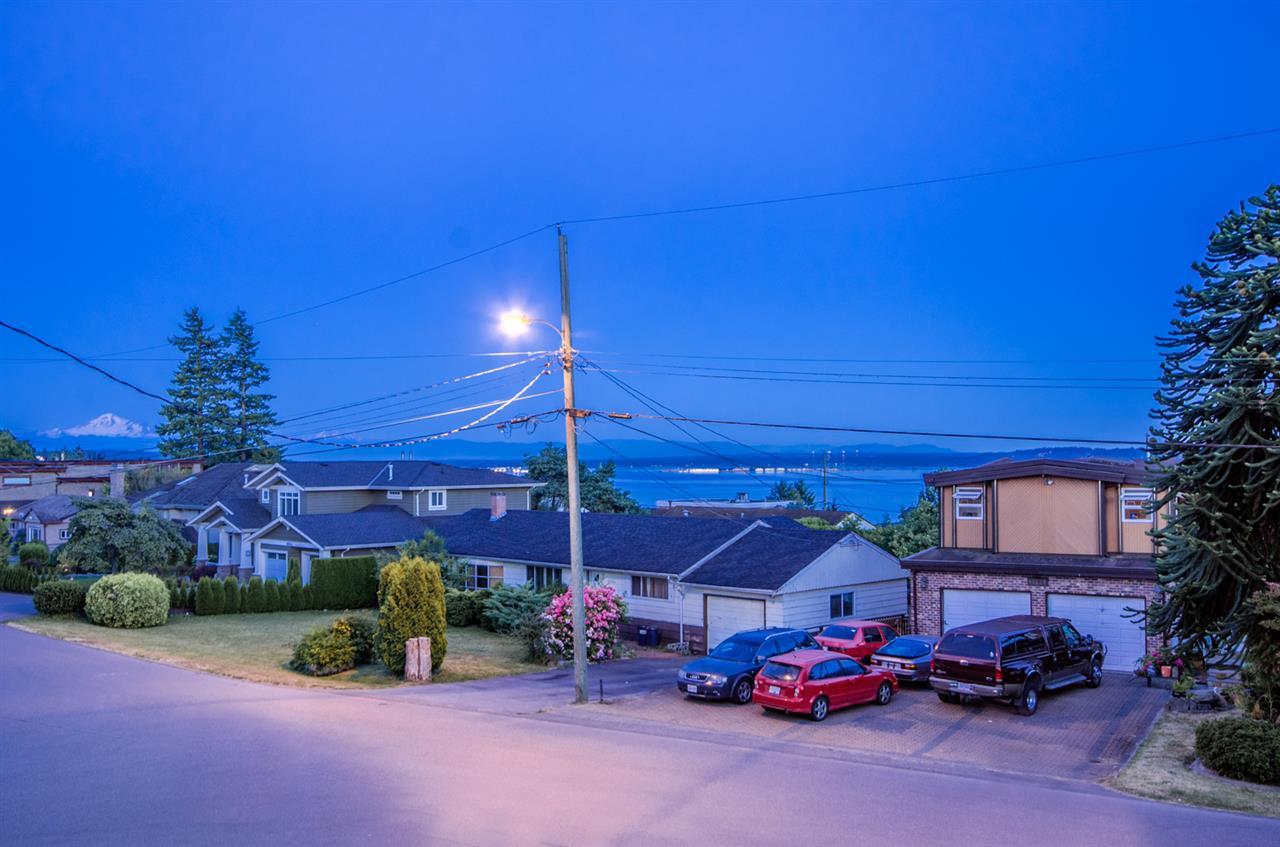 Detached at 14213 MALABAR AVENUE, South Surrey White Rock, British Columbia. Image 20