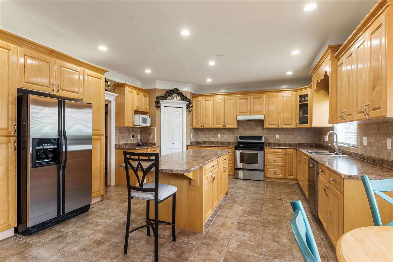 Detached at 18205 60TH AVENUE, Cloverdale, British Columbia. Image 9