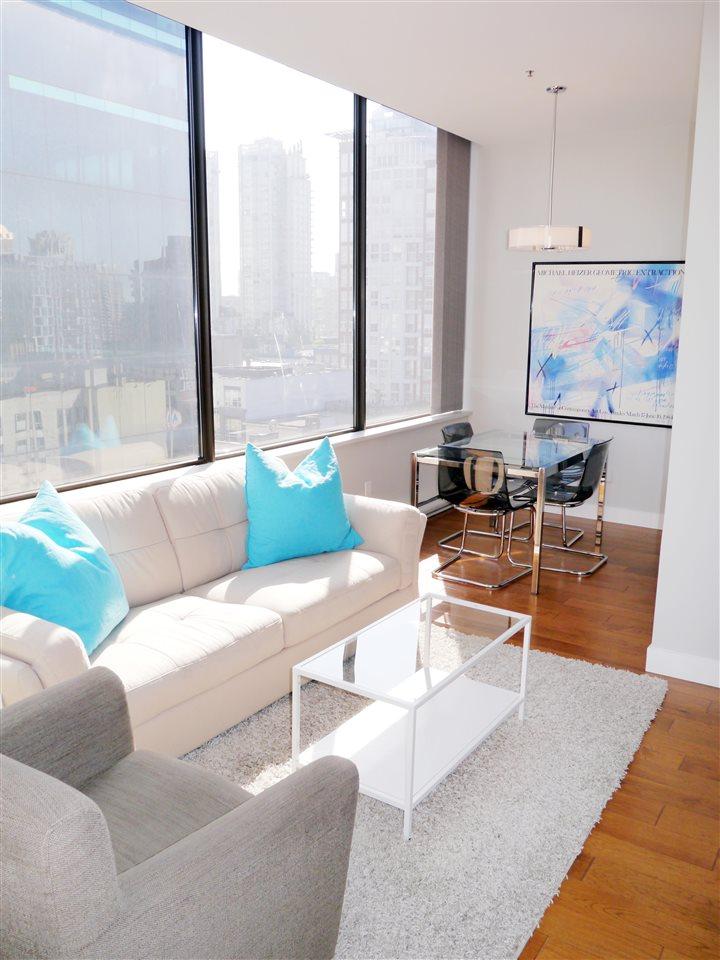 Condo Apartment at 701 1010 HOWE STREET, Unit 701, Vancouver West, British Columbia. Image 3