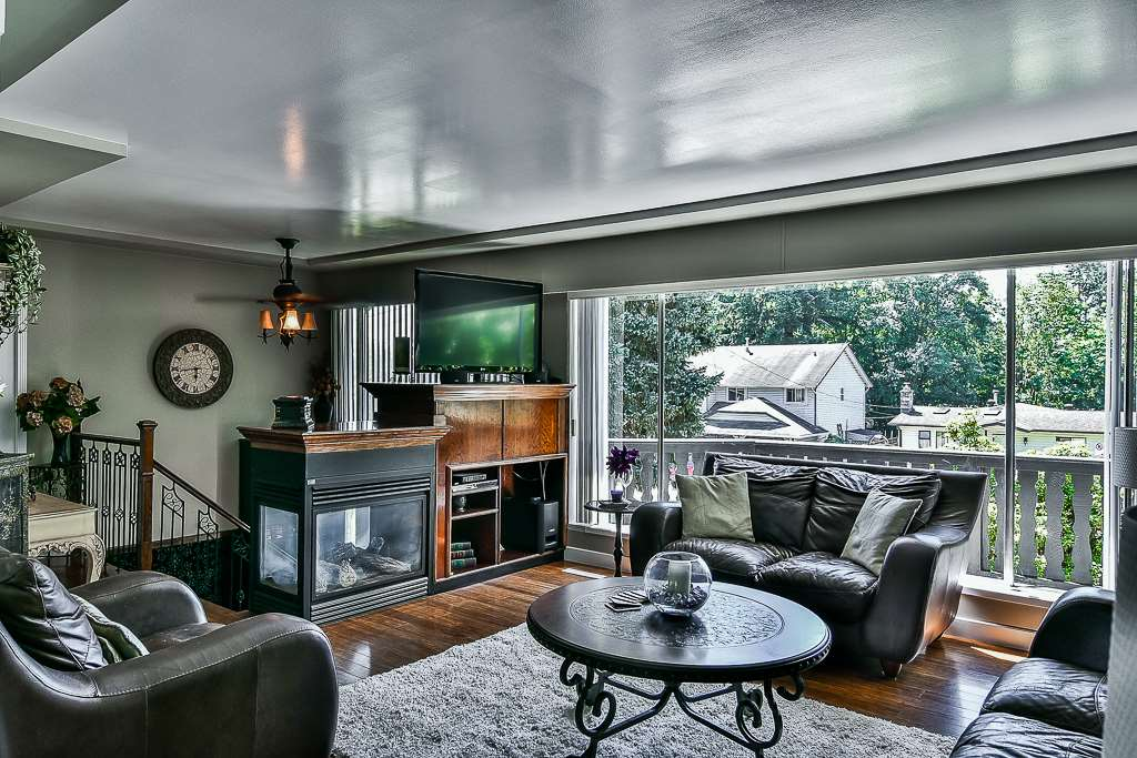 Detached at 14705 69 AVENUE, Surrey, British Columbia. Image 2