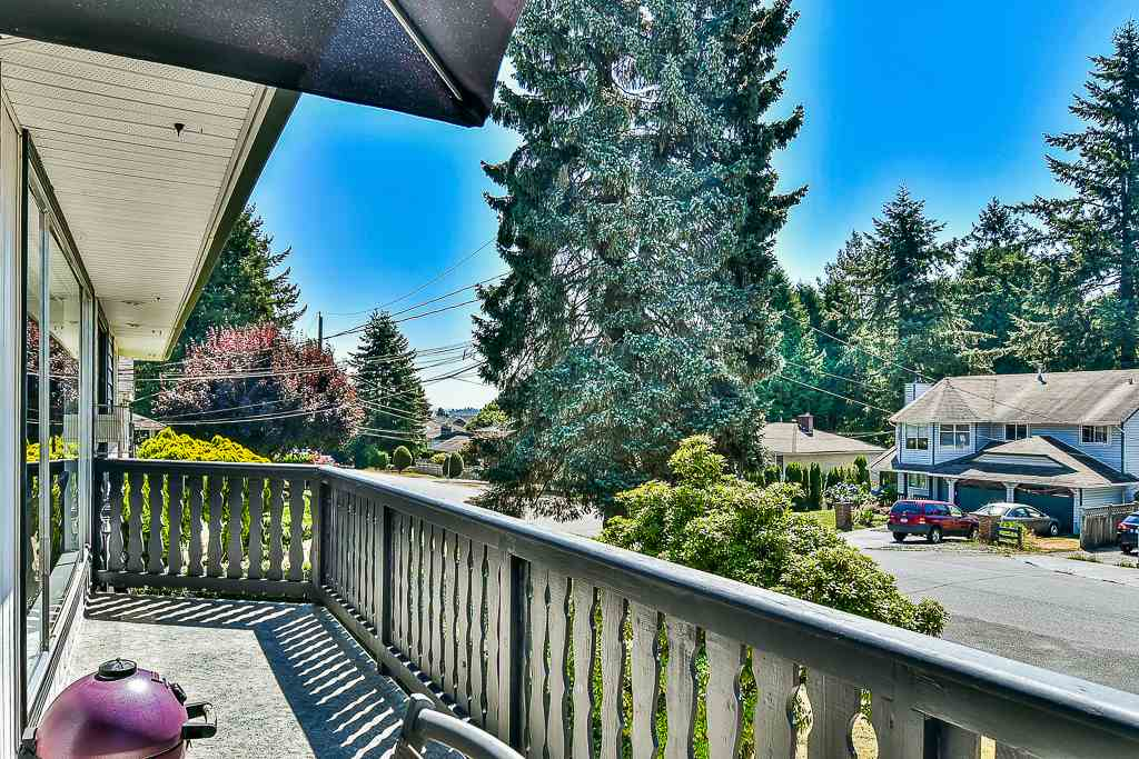 Detached at 14705 69 AVENUE, Surrey, British Columbia. Image 16