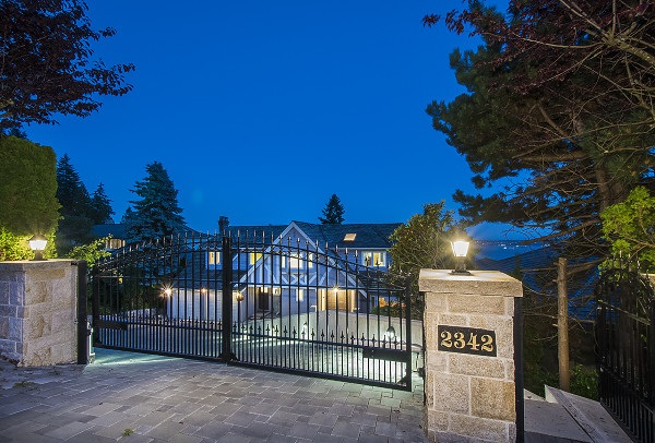 Detached at 2342 WESTHILL DRIVE, West Vancouver, British Columbia. Image 4