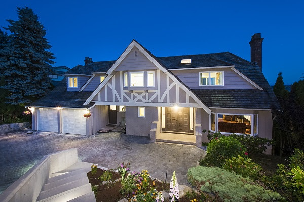 Detached at 2342 WESTHILL DRIVE, West Vancouver, British Columbia. Image 5