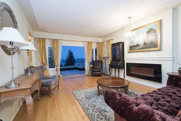 Detached at 2342 WESTHILL DRIVE, West Vancouver, British Columbia. Image 6
