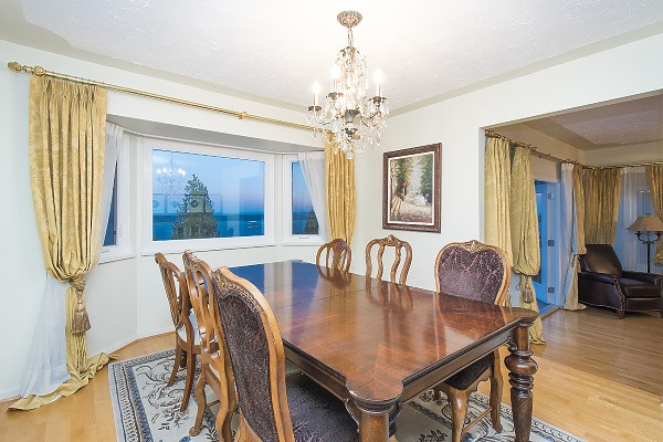 Detached at 2342 WESTHILL DRIVE, West Vancouver, British Columbia. Image 8