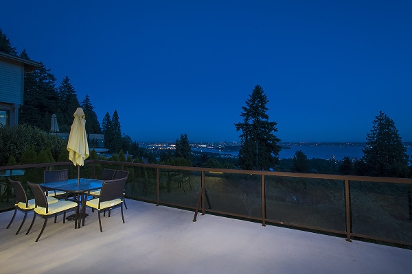 Detached at 2342 WESTHILL DRIVE, West Vancouver, British Columbia. Image 9