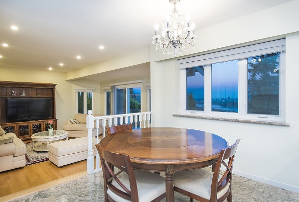 Detached at 2342 WESTHILL DRIVE, West Vancouver, British Columbia. Image 11