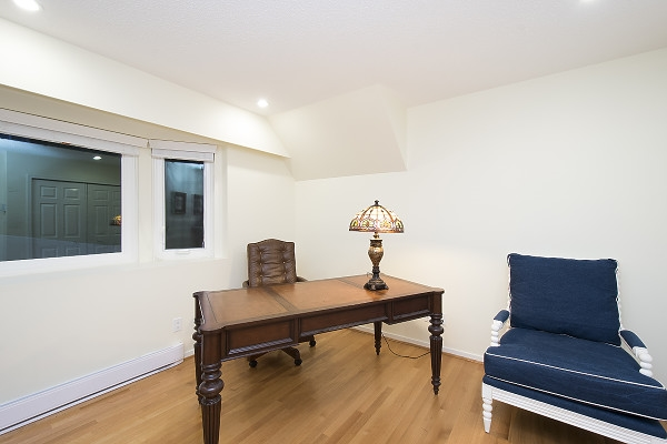 Detached at 2342 WESTHILL DRIVE, West Vancouver, British Columbia. Image 17