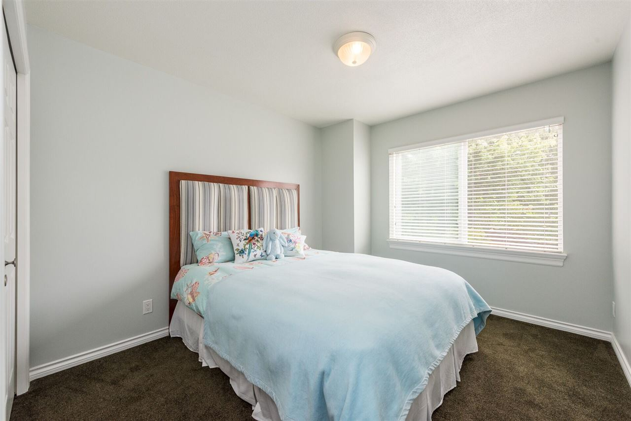 Detached at 15299 SEQUOIA DRIVE, Surrey, British Columbia. Image 16