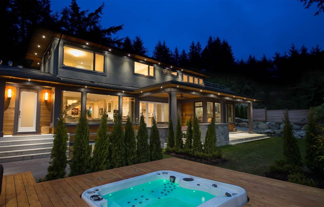 Detached at 4090 ALMONDEL ROAD, West Vancouver, British Columbia. Image 3