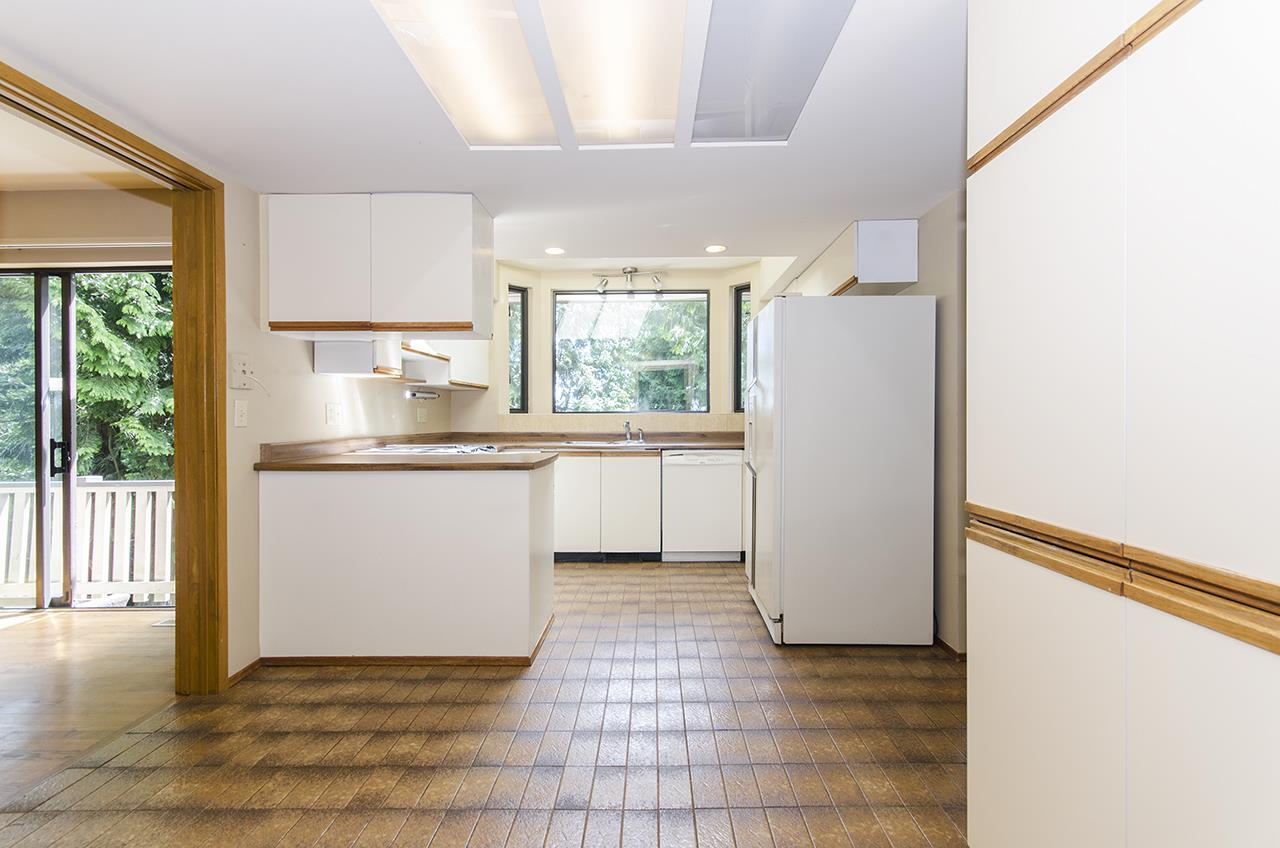 Detached at 8330 NELSON AVENUE, Burnaby South, British Columbia. Image 7