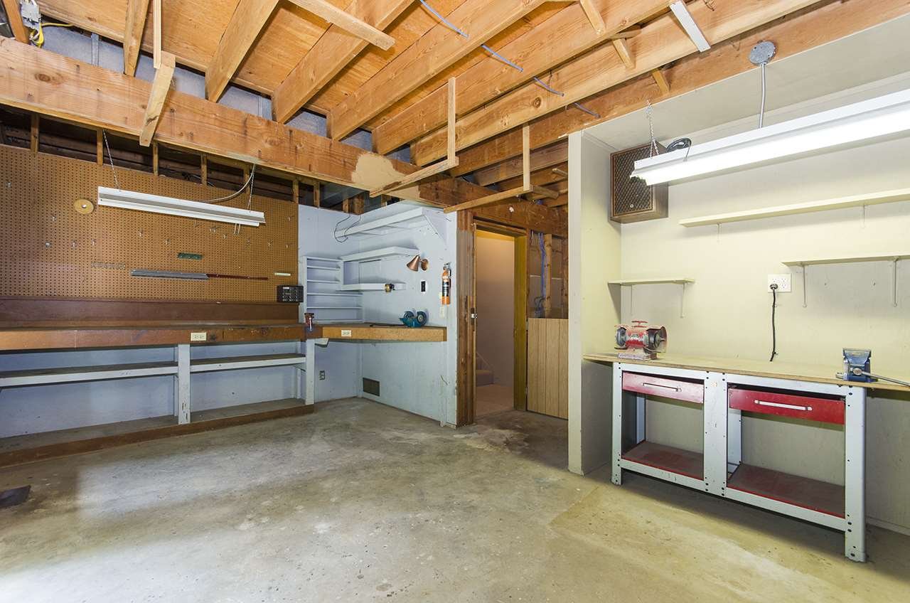 Detached at 8330 NELSON AVENUE, Burnaby South, British Columbia. Image 12