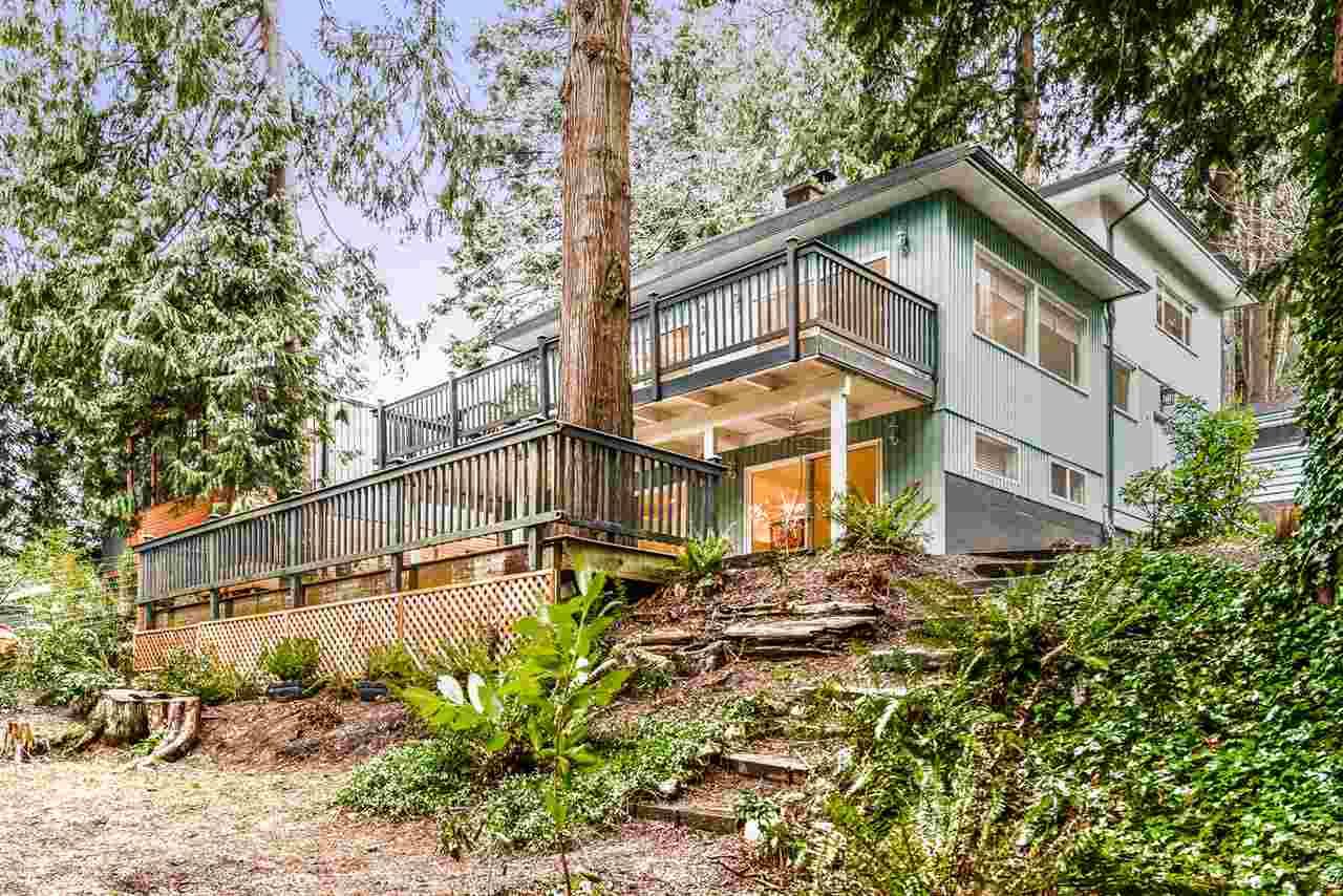Detached at 6434 WELLINGTON AVENUE, West Vancouver, British Columbia. Image 2
