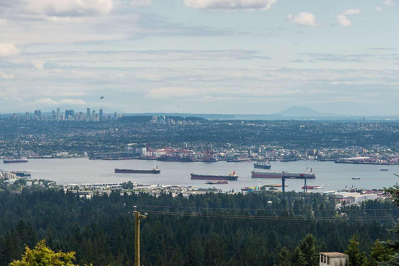 Detached at 1021 CRESTLINE ROAD, West Vancouver, British Columbia. Image 4