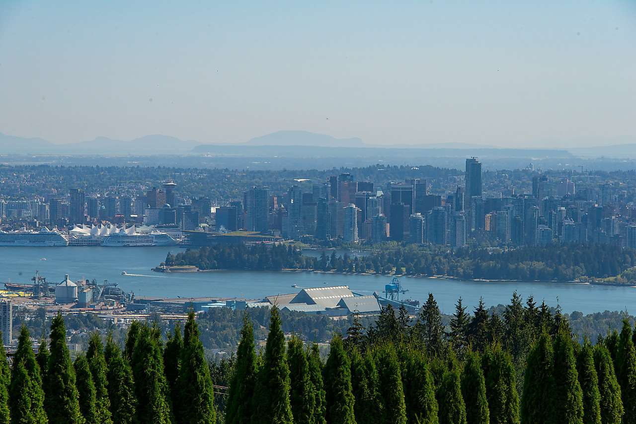 Detached at 1021 CRESTLINE ROAD, West Vancouver, British Columbia. Image 5