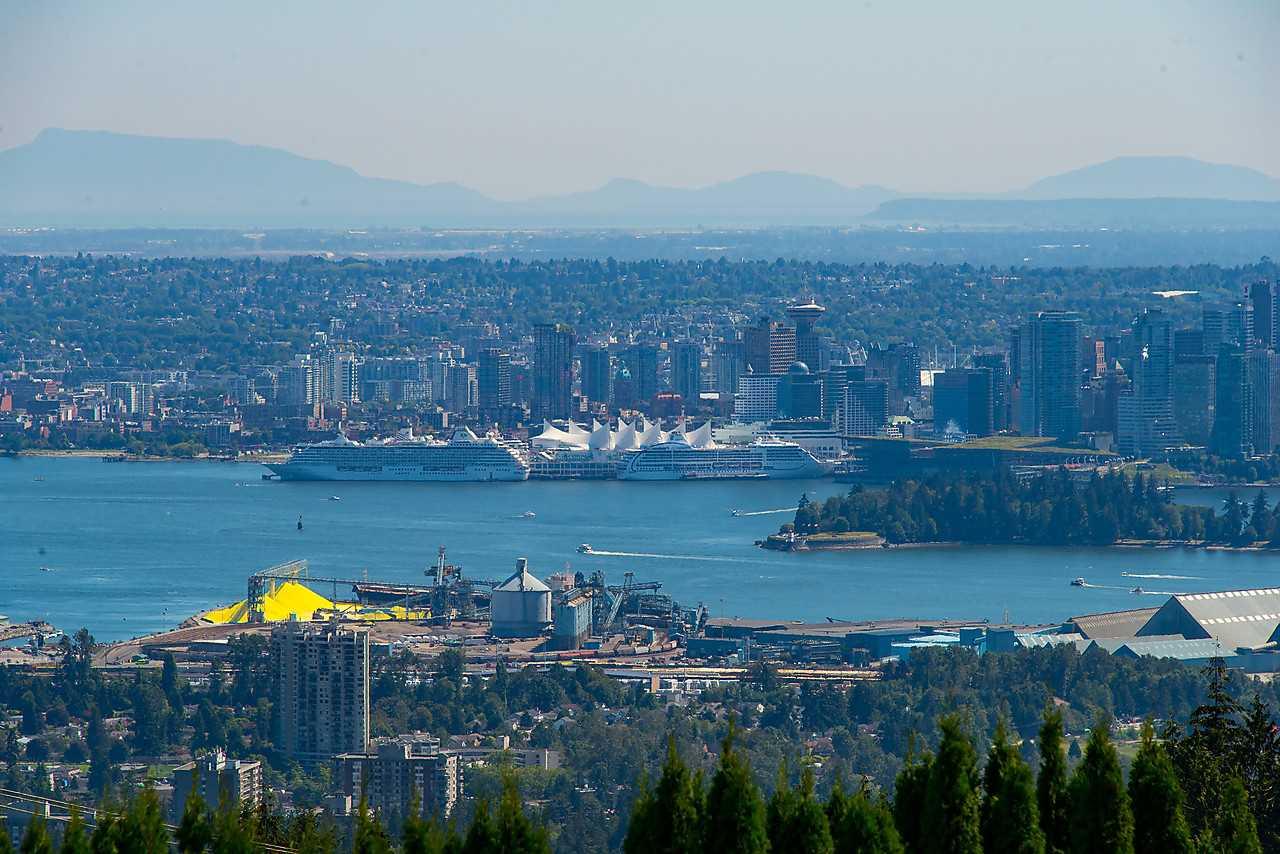 Detached at 1021 CRESTLINE ROAD, West Vancouver, British Columbia. Image 16