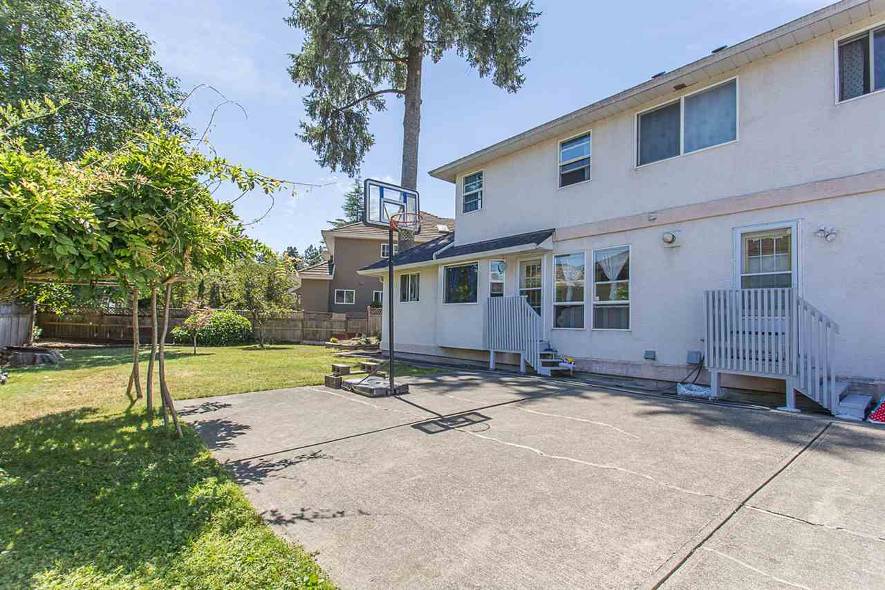 Detached at 10138 156A STREET, North Surrey, British Columbia. Image 17
