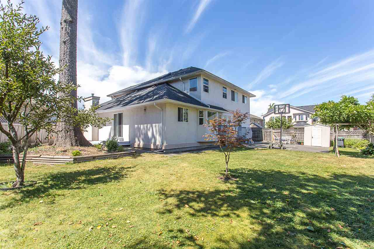 Detached at 10138 156A STREET, North Surrey, British Columbia. Image 18