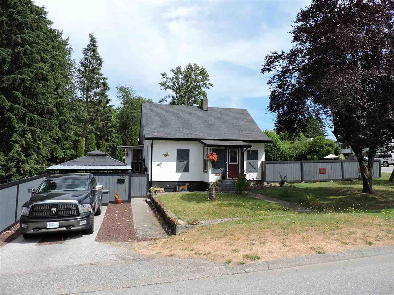 Detached at 7650 TAULBUT STREET, Mission, British Columbia. Image 2